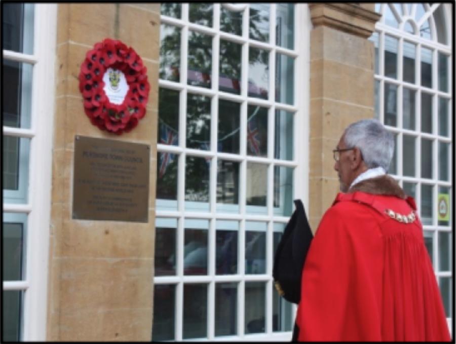 The Mayor Laying The Wreath